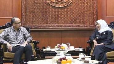 Gubernur Khofifah Dorong Perhiasan dan Furnitur Asal Jatim Masuk Pasar Amerika Serikat